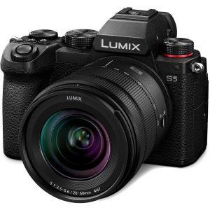 Panasonic Lumix DC-S5 body + Lumix S 20-60mm F/3.5-5.6-0